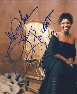Gladys Knight signed 8x10 photo. Empress of Soul. Grammy Winner R&B