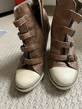 Botas de cuña marrón ceniza usado UK6