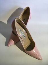 """Manolo Blahnik Pointed Toe Perforated Pink Patent Leather High Heel Pumps. 4"""" He"""