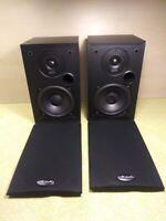 PAIR of Polk Audio R10 2 Way Bookshelf Speakers Surround Sound Studio Monitors