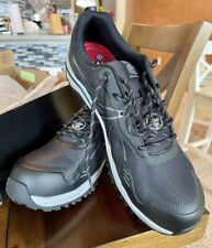 skechers work shoes for man