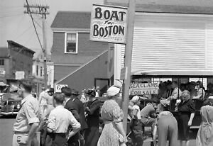 "1940 Tourists, Provincetown, Massachusetts Vintage Old Photo 13"" x 19"" Reprint"