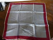 pernelle  foulard vintage carré de soie rouge gris fd de stock