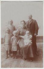(F19256) Orig. Foto Personen, Familie m. 4 Kinder im Freien 1910/20er