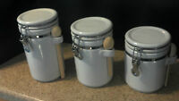 Alco set of 3 White Canisters With Wooden Spoons and Latchseal Kitchen Storage