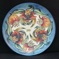 Moorcroft year plate - 1999 'Tiger Lily' pattern, no 176/750. Diameter 22cm. ...
