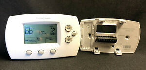 Honeywell FocusPRO 6000 Programmable Thermostat TH6220D1002