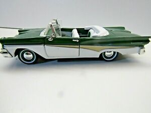 Arko Products 1:32 Scale Die Cast Model 1958 Ford Fairlane Sunliner Green/White