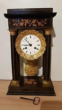 Pendule à colonnes Louis-Philippe en bois marqueté et bronze