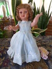 poupée GéGé années 40, tout d origine ,robe organdi bleue  superbe!!