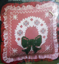 """Christmas  wreath 14"""" pillow net darning kit unopen Vogart"""