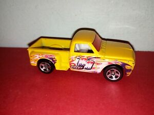 '69 HOT WHEELS CUSTOM CHEVY DIECAST 2001 CAR MODEL YELLOW