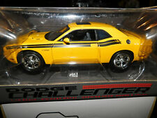 Highway 61 Dodge Challenger  R/T Classic Detonator Yellow 1:18