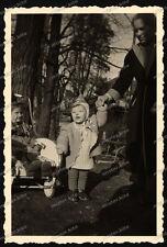 Stuttgart-Häuser-Straße-Mädchen-Frau-Girl-Woman-Kinderwagen-50er Jahre