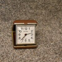 SETH THOMAS Travel Alarm Clock Vintage, Made in Brazil, Tan Case Gold Color Trim