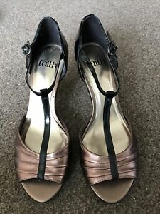 👠 Bnwt Stunning Ladies Pewter & Black Patent Kitten Heel Shoes Size 5 By Faith
