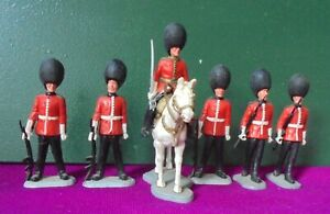 Collection of Timpo Guards - 5 figures on foot, 1 mounted