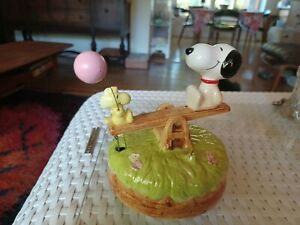 Vintage Peanuts: Snoopy & Woodstock Seesaw Working Music Box with pink balloon