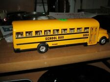 DIE CAST SCHOOL BUS IT HAS 3 DOORS THAT OPEN-1/43 SIZE----MINT FOR LIONEL LAYOUT