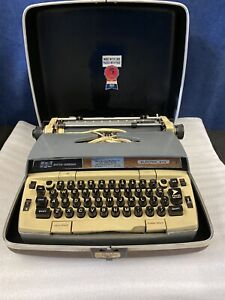 Smith Corona Electra 210 Automatic Vintage Electric Typewriter w Hard Shell Case