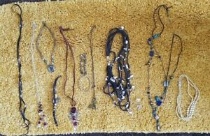 LADIES COSTUME JEWELLERY BEADS, CHAINS, BRACELETS, BROOCHES - 13 ITEMS
