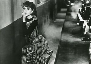 "AUDREY HEPBURN ""SABRINA"" BILLY WILDER PHOTO DE PRESSE CINEMA CM"