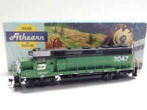 HO Scale - Athearn - Burlington Northern GP-40 Diesel Locomotive Train BN #3047
