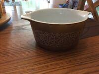 Vintage Pyrex FLOWERS Brown 1 Quart Casserole Dish - 473-8