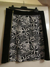 Stretchy Black & White Floral Skirt in Size 14 - BNWT