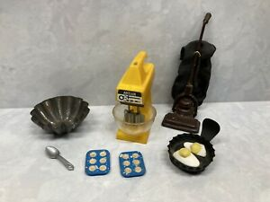 Lot of Dollhouse Miniature Kitchen and House Items Inc. Vintage Galoob Mixer