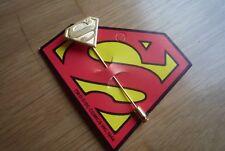 DC COMICS,PIN ALFILER DE SUPERMAN,DORADO. MADE IN USA.
