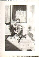 PHOTO ENFANT AVEC TRICYCLE