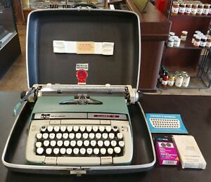 Smith Corona SCM Classic 12 Typewriter With Case W/Extra Ink Ribbons and Manual!