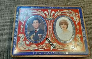 CRAWFORDS Charles & Diana Biscuit Tin