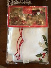 Lenox Holiday Cutwork Christmas Tablecloth White Oblong 60inx84 in MSRP $10