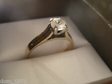 9k 9ct Solid Gold Paste Ring Solitaire Design. Size N 2.38g