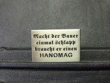 Pin HANOMAG Spruch Macht Der Bauer Traktor Trecker - 2 x 3 cm