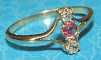 VINTAGE 18ct YELLOW GOLD 3 STONE RUBY AND DIAMOND RING SIZE S 1/2