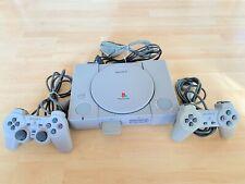 Sony PlayStation 1 Spielkonsole mit Chip und 2 Controllern