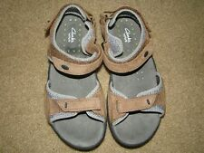 Unisex Clarks Wave Soft Leather Sandals sz 5.5M (Y)