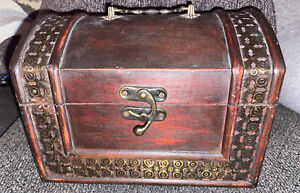 Retro Wooden Trinket Chest With Metal Top Handle And Feet. C-clasp. Decorative!
