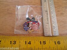 Disney Pin 2002 Mickey July 4th cast exclusive flag salute