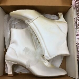 "Vintage White Satin Brides Boots 2,5""Heel Size 9 M Made In USA"