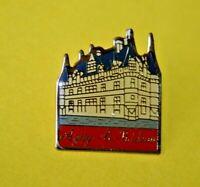 pin's lapel pin pins TOURISME CHÂTEAU DE LA LOIRE CASTLE VILLE AZAY-LE-RIDEAU