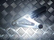 Honda 750 VFC RC09 . Platine Repose pied AR arriere gauche