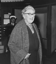 Agatha Christie UNSIGNED photo - P1521 - Crime novelist & short story writer