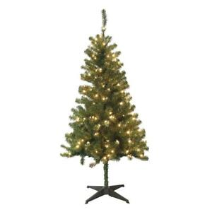 NEW!! HOME ACCENTS 5 ft. Wood Trail Pine Artificial Christmas Tree with 200