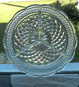 VINTAGE ANCHOR HOCKING - WEXFORD 3 PART RELISH DISH IN CLEAR CRISS CROSS DESIGN