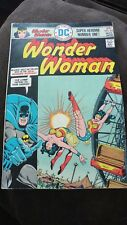 Wonder Woman Super Heroine Number One - No 222 March 1976