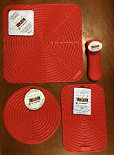 """Cerise"" Set LE CREUSET Silicone Skillet Handle Sleeve Hot Pad Trivet Mat NWT"